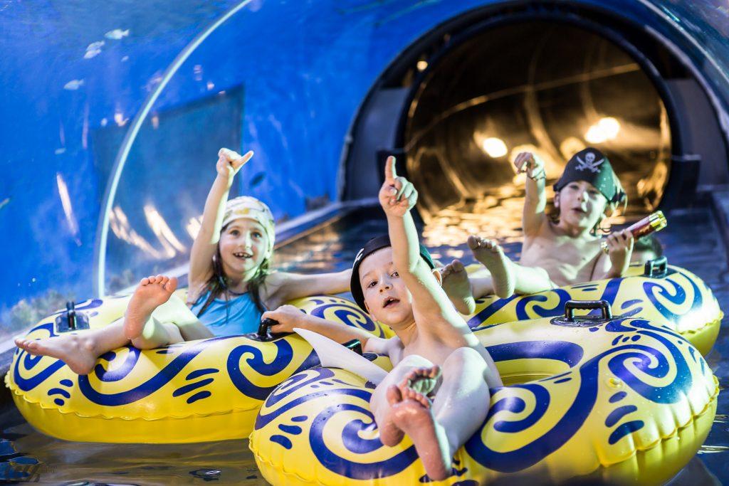 ujęcie z reklamy telewizyjnej dla aquapark reda